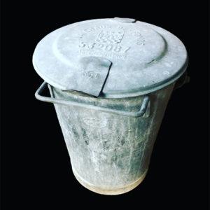 poubelle en zinc