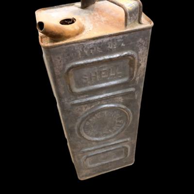 bidon ancien d'essence ou huile Shell